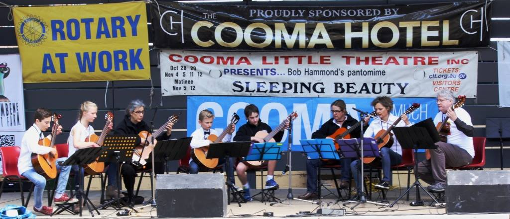 cooma-guitar-ensemble_mc01